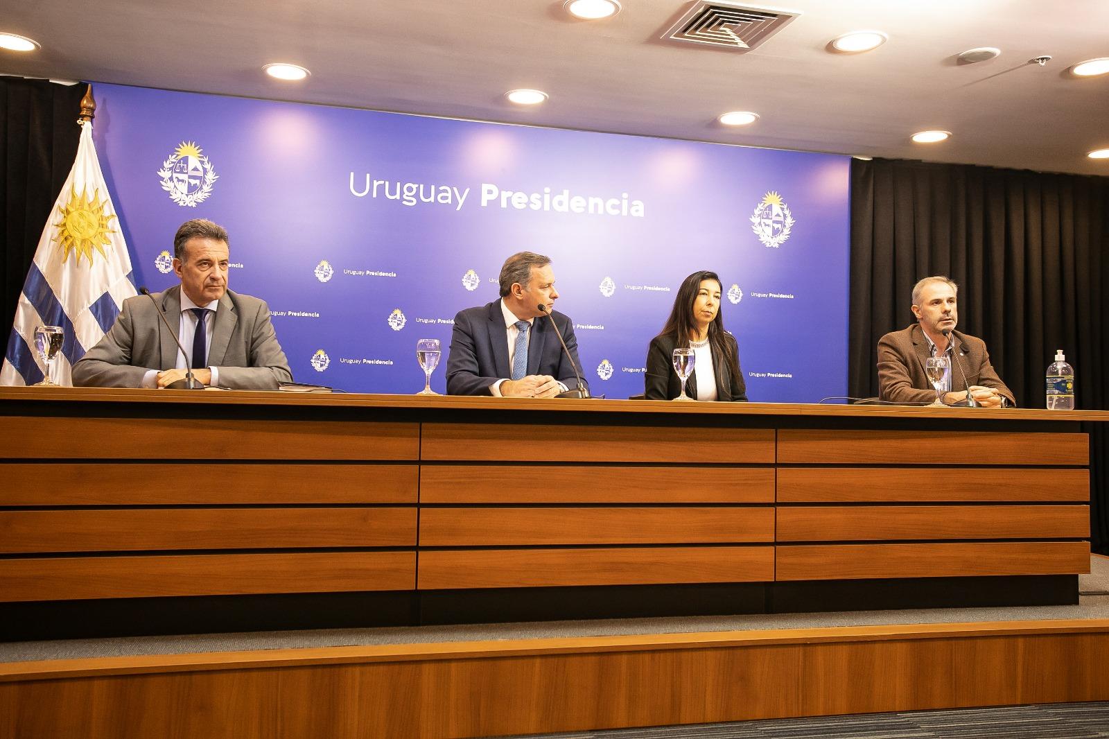 SMU mantuvo reunión en Presidencia para abordar una estrategia respecto a que la realización del test diagnóstico de COVID19 sea adecuada al número de casos sospechosos en Uruguay.